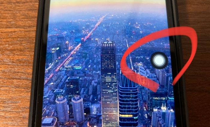 親指一本でiPhoneのスクリーンショットを撮る方法